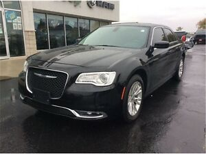 2016 Chrysler 300 Touring Windsor Region Ontario image 8