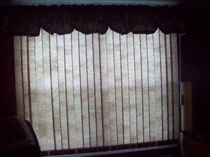 VERTICAL BLIND AND VALANCE