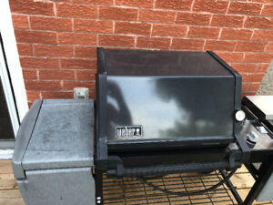Weber natural gas bbq for sale. Fully operational.
