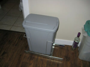 In-cupboard Garbage system
