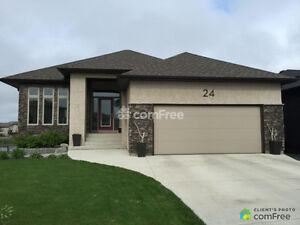 BUNGALOW WITH WALKOUT BASEMENT ON THE LAKE!