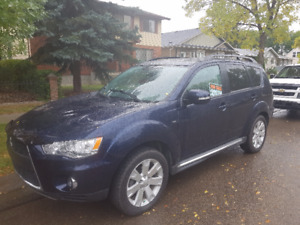 2011 Mitsubishi Outlander Fully Loaded SUV, Crossover