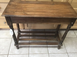 Accent Table-New Great little table! Kitchener / Waterloo Kitchener Area image 2