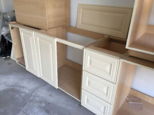 Maple Kitchen Cabinets / Cupboards