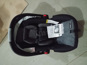 Graco infant carseat (BNWT)