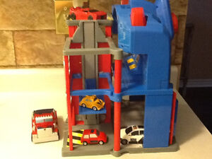TRANSFORMERS ELECTRONIC FIRE STATION WITH EXTRAS London Ontario image 9