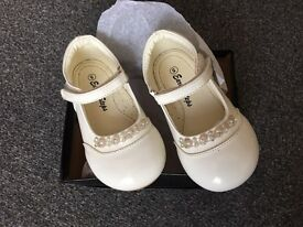 Size 5 infant ivory patent shoes
