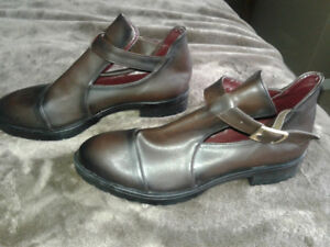 New 4 pairs of ladies shoes size 7(38)