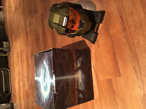 Halo masterchief helmet + gear of war special edition figurine
