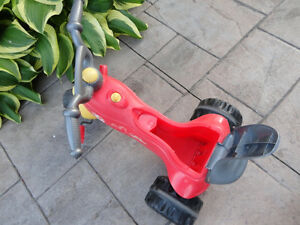 Pair of Toddlers Ride On Trike- One with a parent Handle Kitchener / Waterloo Kitchener Area image 4