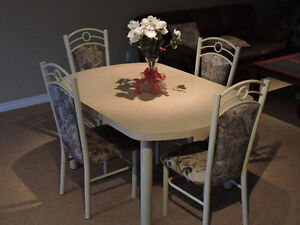 Dining table set (5 pieces) for sale