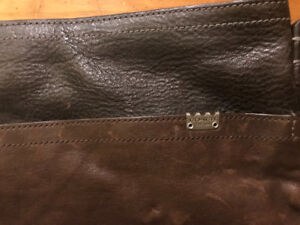 Gorgeous Coach leather messenger bag, like new.