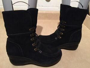 Women's Hush Puppies Winter Boots Size 7.5