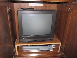 Old Tube TV with Remote Stratford Kitchener Area image 1