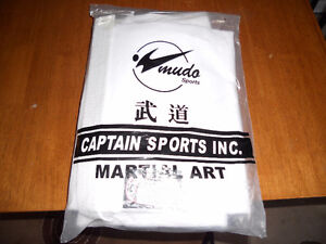 BRAND NEW karate suit boys size 4