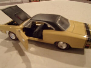 Road Champs 19691/2 Dodge Super Bee Six Pack 1/43 Scale Diecast Sarnia Sarnia Area image 8