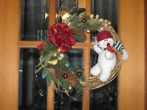 HAND MADE CHRISTMAS DOOR WREATH