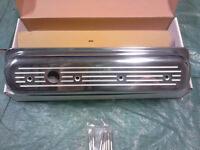 ALUMINUM VALVE COVERS - Small Block Chevy (Center Bolt)