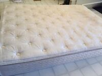 Sealy queen mattress. Quite clean. I deliver