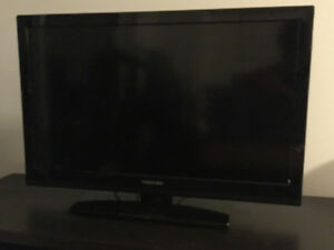 "TOHIBA 32SL410U 32"" LCD TV (line in the middle) $120"