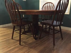 Oak table with 4 chairs London Ontario image 2