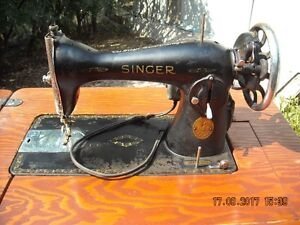 Singer Sewing Machine/Wood Cabinet