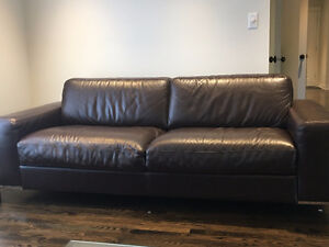 $750 Beautiful Modern Leather Sofa- Mobilia Great condition West Island Greater Montréal image 2
