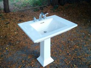 Powder Room Wash Basin Ceramic Sink and Faucet