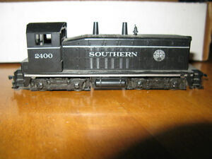 Lot of Vintage HO Scale Model Railroad Locomotives etc