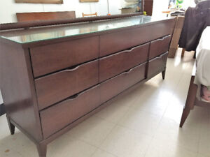 Bureau / Commode en Noyer ** Mid Century ** Walnut Dresser