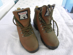 size 7 hiking boots boys or girl