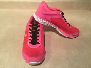 Women's Rawlings Running Shoes Size 8 London Ontario image 7