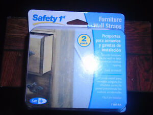 Safety 1st Furniture Wall 2 Straps New , never opened   15$ ***