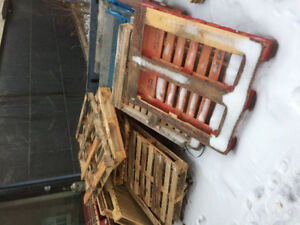 FREE PALLETS (20ish) NEED TO PICK UP