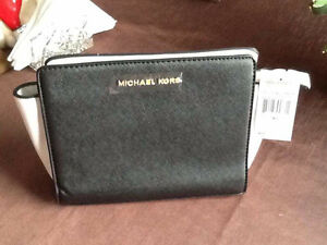 NWT black and white purse