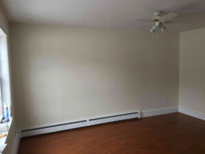 3 BEDROOM TOWNHOUSE, CLEAN AND QUIET,  AVAILABLE FOR Feb 25
