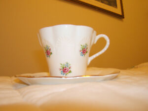 BONE CHINA TEA CUP/SAUCER    2 PATTERNS Kingston Kingston Area image 7