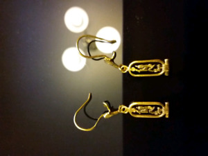 Gold earrings and pendant
