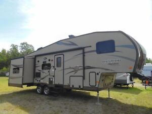 2015 Forest River Rockwood Signature Ultra Lite 8281WS