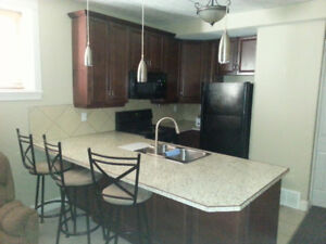 FULLY FURNISHED BACHELOR SUIT IN MILLION DOLLAR EAGLE RIDGE HOME