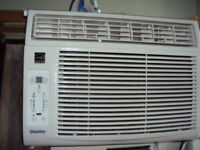 12000 BTU Window  Air  Conditioner/ L'air Climatiseur fenetre