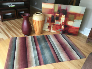 2 vases. 1 picture and area rug