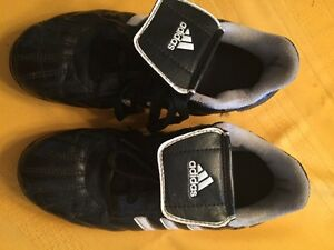 Adidas kids soccer cleats. Size 3