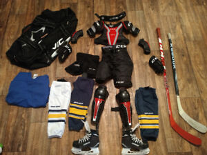 Équipement de hockey complet pour novice 7-8ans