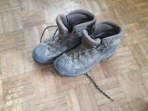WATERPROOF COLUMBIA BOOTS WITH VIBRAM SOLE