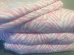 * ~ twin bedding set ~ adorable for a girls room ~ *