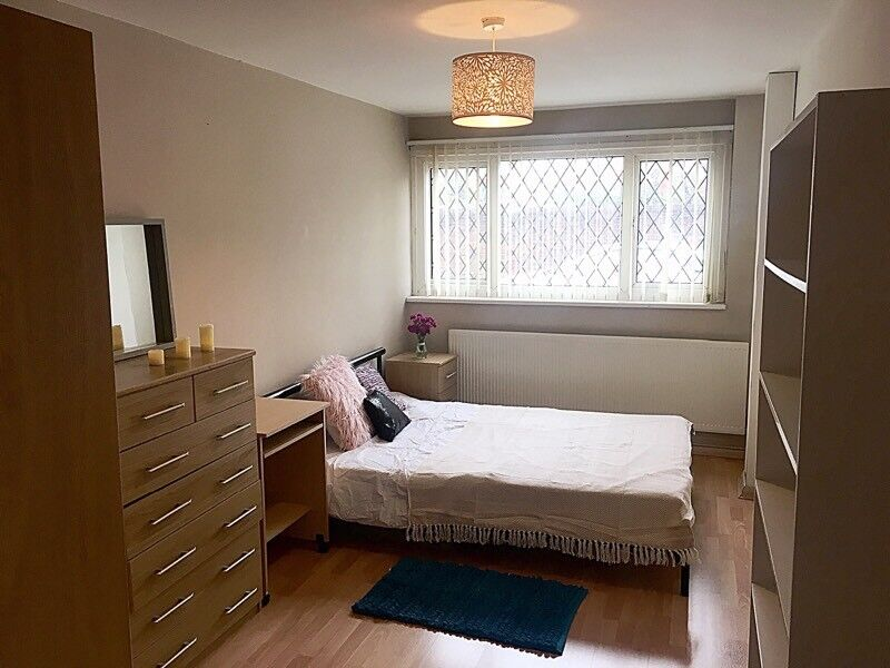 A very Spacious Double room in a friendly house share for a tidy person, available NOW