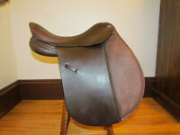 "17"" Wide Fitting English Leather All Purpose/Dressage Saddle"