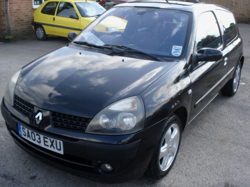 renault clio 1 2 16v dynamique 3 door 57 mpg black 5 speed in hungerford berkshire gumtree. Black Bedroom Furniture Sets. Home Design Ideas