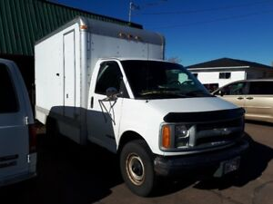 2002 Chevrolet Express 3500 cube van with lift gate